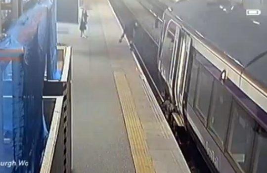 【衝撃映像】駅の監視カメラが捕らえた映像集