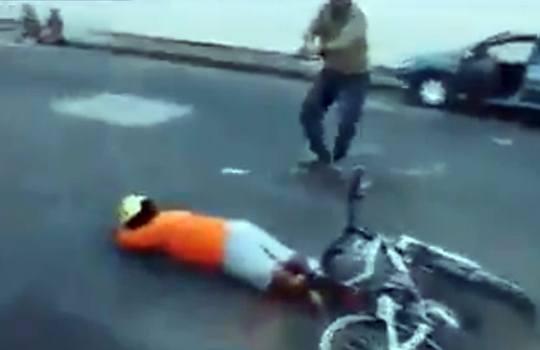 【閲覧注意】銃で脅して自転車を強奪した男性を射殺・・・