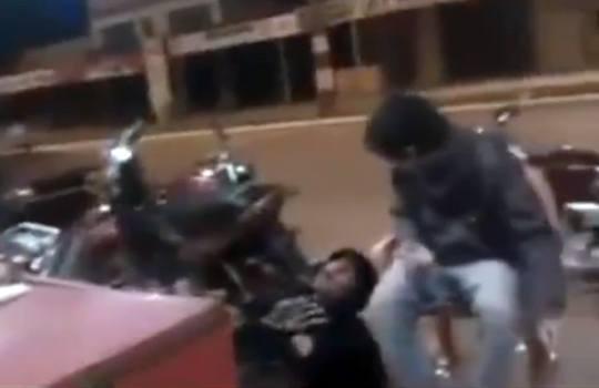 【グロ注意】酔っ払った警官は犯罪を犯した少年を撃ち殺す