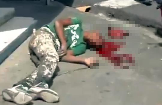 【グロ注意】抗議中警官に頭を吹き飛ばされた男性・・・まだ生きている・・・
