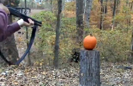 【おもしろ】いろんな方法でかぼちゃを潰すアンチハロウィン野郎www