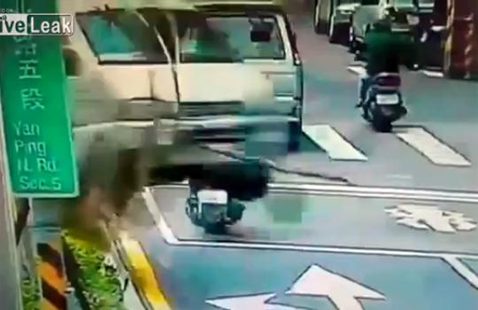 【閲覧注意:事故】身体を張ったリアルドッキリがマジでびっくりする件w