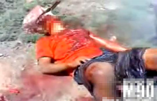 【グロ動画:殺人】ジョジョかよ・・・スコップで一撃!頭にスコップが突き刺さった男性