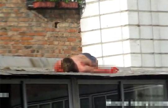 【グロ動画:自殺】リスカ&飛び降りのダブル自殺!欲出しすぎて失敗w