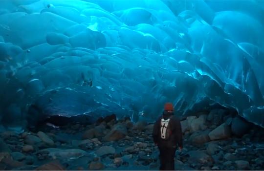 【衝撃映像:自然 】氷でできた洞窟が綺麗過ぎる件wこれもう異世界だろw