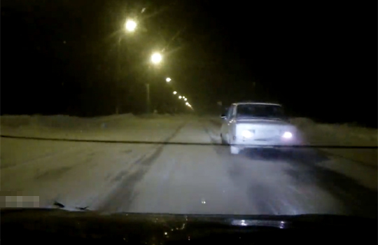 【衝撃映像:事故】雪道の中で急に人が出てきたら→轢きます