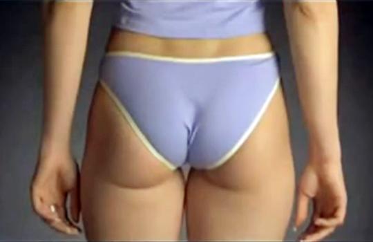 【衝撃映像:ケツ】女性の美尻を蹴った時のスローモーション映像wこんな事になってんのかw
