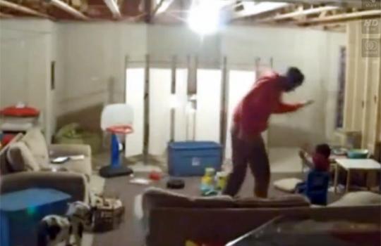【衝撃映像;虐待】隠し撮りしてたら子供を殴ってる所を撮れてしまった件
