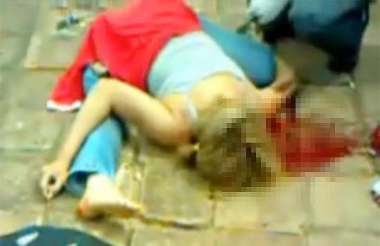 【グロ動画:事故】バイク事故・・・彼女が二つ折りになった状態で死亡