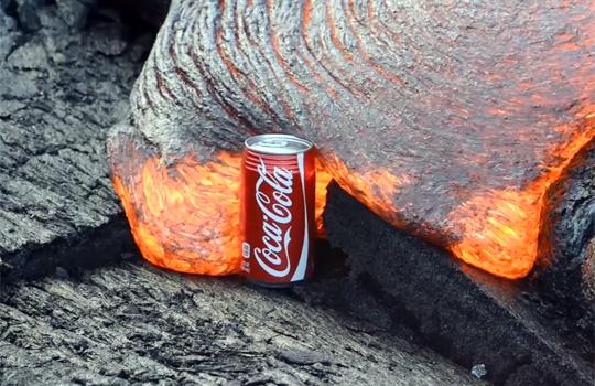 【衝撃映像】溶岩VSコカコーラ 良い勝負と思いきや・・・