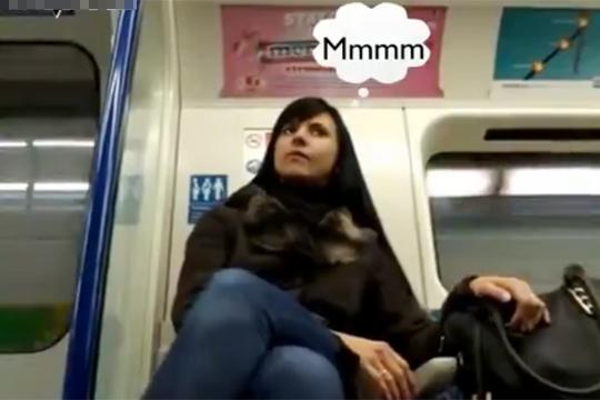 【おもしろ】電車で女性が股間チェックしているか検証w・・・見すぎ見すぎwww
