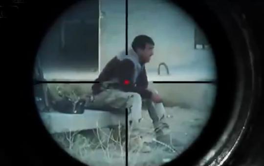 【イスラム国】ISISのスナイパーに狙撃されるイラク兵たち。どこから撃たれたのか分からない。