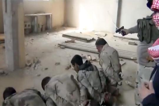 【グロ動画】イラクの捕虜が並べられて次々にヘッドショットで殺されていく・・・