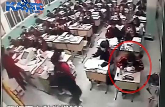 【自殺】試験に耐えられなくなった中学生が窓からダイブ!