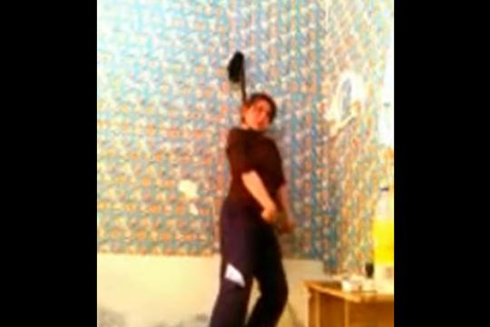 【閲覧注意】医学生の美女がウェブカメラで首吊り自殺を自画撮り・・・