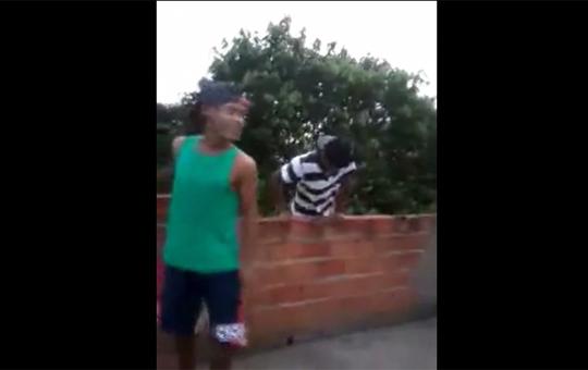 【衝撃】俺こんなことできちゃうぜ!→レンガの壁ごと落下