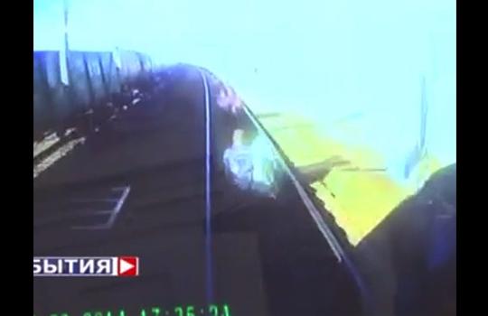 【ハプニング】電車の運転手目線のカメラに写った4人の子供・・・