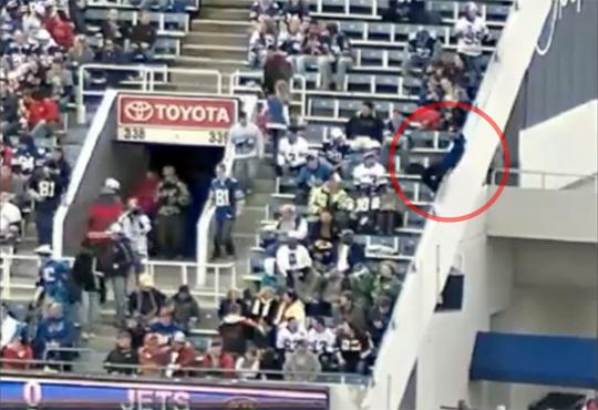 【衝撃】スタジアムの手すりで遊ぶとこうなる・・・