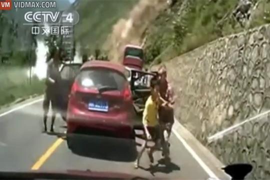 【衝撃映像】中国の地すべりがヤバイ!馬鹿デカイ岩が迫ってくる!