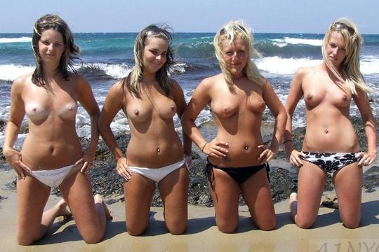 【エロ画像】巨乳が集まるヌーディストビーチ発見!そこら中で爆乳が揺れてる!【画像19枚】