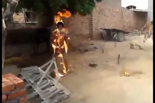 【自殺】抗議に自分に火をつけるという良く分からない文化・・・