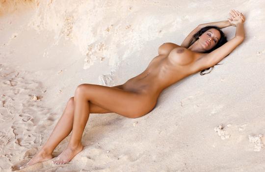 【エロ画像】おっぱい大きい女の子限定ヌーディストビーチに潜入してきた!【画像14枚】