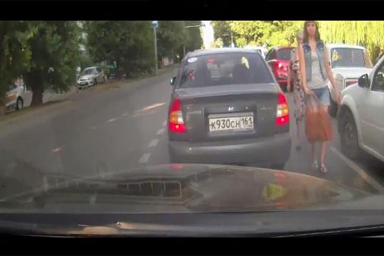 【衝撃映像】物凄い美女が目の前で車に轢かれて吹っ飛んで行った…