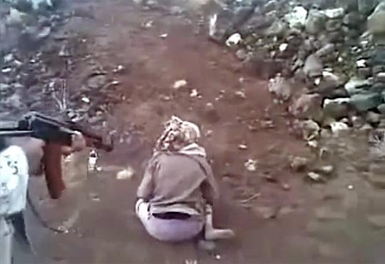 【超閲覧注意】10代少女が拘束され後ろから撃ち殺される映像・・・※鳥肌映像