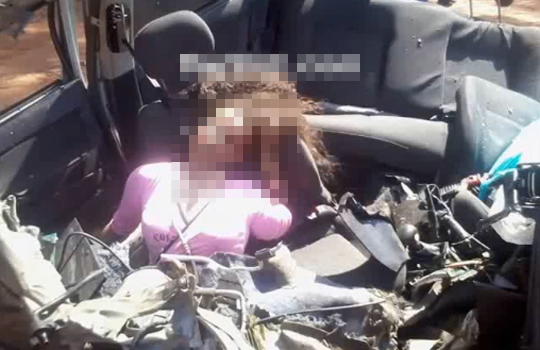 【グロ動画】大破した車。その中にはシートベルトで首が折れた女性・・・