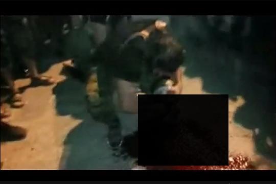 【グロ動画】イスラム組織ISISがまたまた公開斬首映像を公開・・・今回はガチでグロい・・・