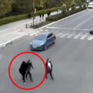 【衝撃映像】信号無視した結果・・・若い女性が2人即死 ※動画有り