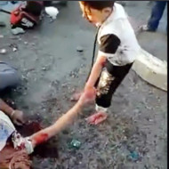 【閲覧注意】事故死した親を必死に呼びかける少年少女・・・ ※動画有り