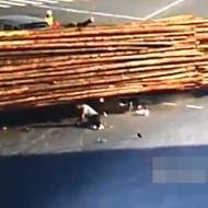 【閲覧注意】原付とトラックの事故・・・助かったと思ったら・・・