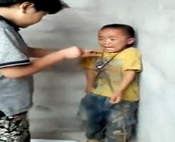 【いじめ地獄】幼稚園児を密室で殴りタバコを押し付ける映像ヤバぃ・・・