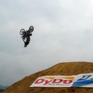 【閲覧注意】バイクが回転して首で着地からの~即死・・・