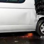 【グロ注意】すっごい大事故・・・あれ?車の下に何かいる・・・ ※閲覧注意