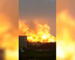【悲報】中国の石油化学工場が爆発!!町が火の海に・・・
