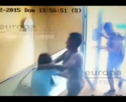 【強盗】マッチョ2人が女性の首を絞めて財布を奪い逃走・・・ ※動画有り