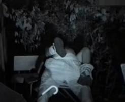 【野外レイプ】本物!?公園の監視カメラに撮られていた深夜のレイプ映像がネットに流出している件・・・