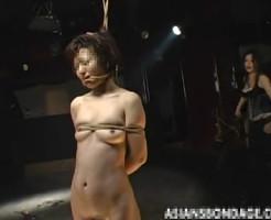 【SM凌辱動画】首つり状態で緊縛しガクガクと足を震わせ調教される美女