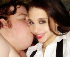 【衝撃画像】とんでもない美女と野獣。デブを勇気づけるカップルの写真がすごい