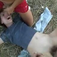 【ガチレイプ】泣き叫ぶ白人美女を野外で強姦していく無修正エロ動画・・・