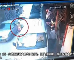 【死亡事故】少女が大型バスにゆ~っくり轢き殺されていく・・・