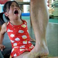 【閲覧注意】中国という国の、幼女への恐ろしいスパルタ教育