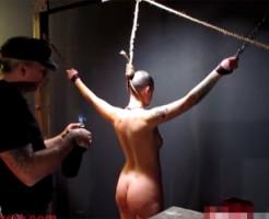 【エログロ】全裸美女に奴隷焼印をする一部始終・・・