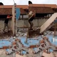 【衝撃映像】壁を倒した男性・・・なぜか下敷きになり死亡・・・