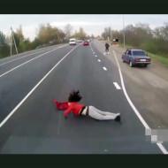【人身事故】こんな鮮明に女性が轢かれるとこ初めて見た・・・ ※微グロ