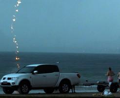 【死亡事故】女性が雷に打たれ死亡する瞬間の写真は、たまたま撮影される
