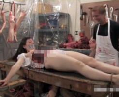 【グロ動画】食人鬼に捕まった女性が解体されるまでの一部始終・・・