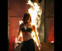 【閲覧注意】大統領の前で女性が自分に火を付けて突撃した結果www